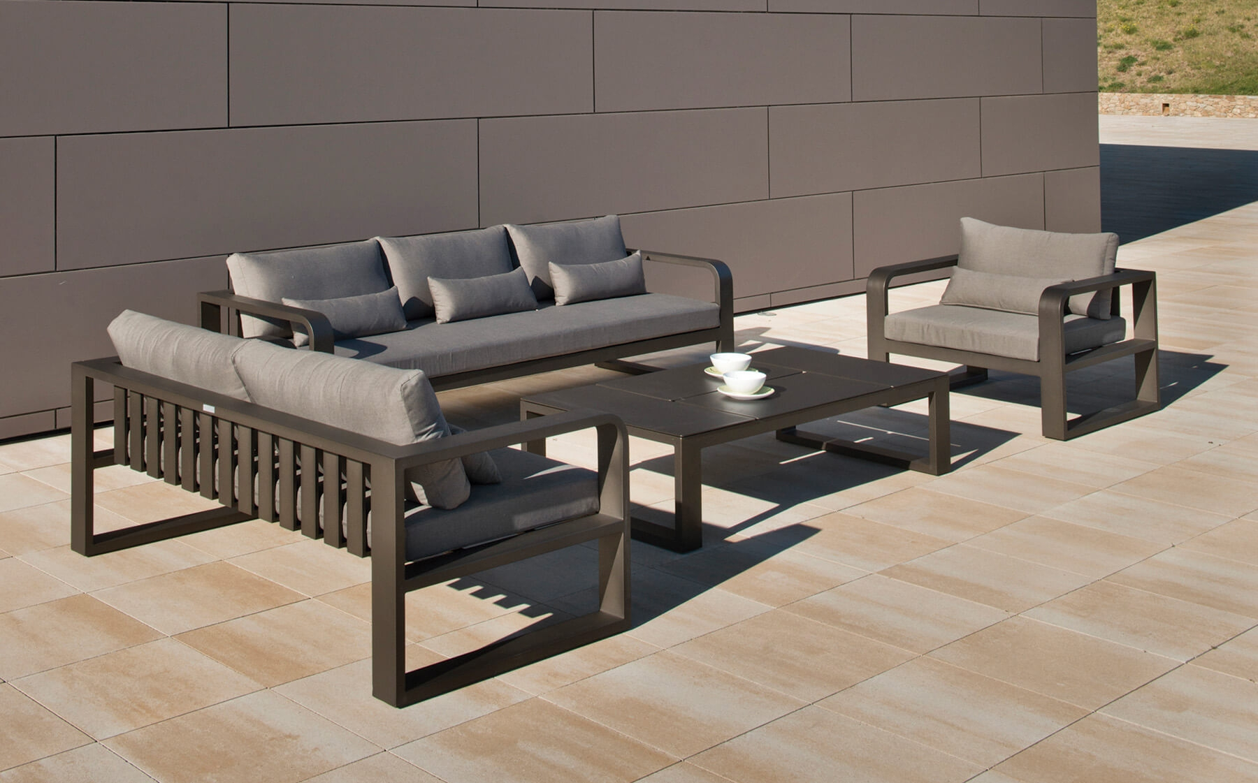 Canapé d\'extérieur en aluminium et acrylique de la collection Fermo ...